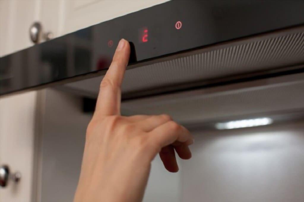 Turn on ductless under cabinet range hood